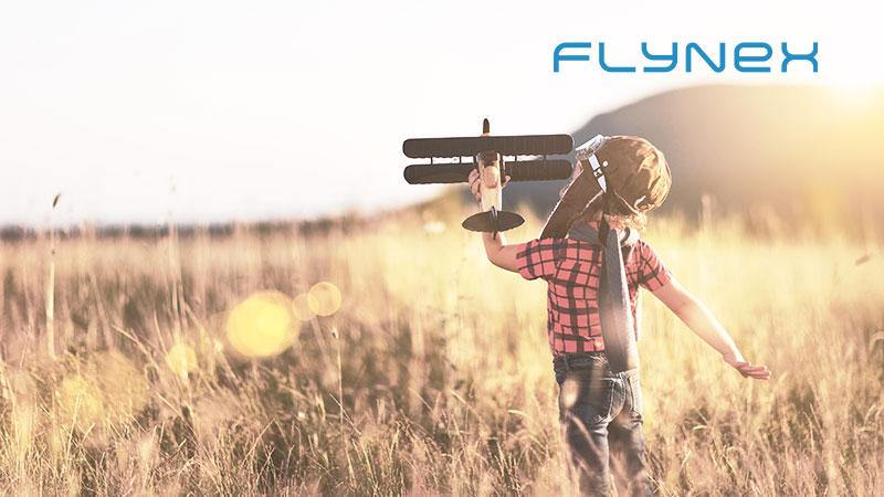 Junge UTM Fliegen Pilot