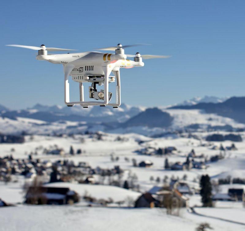 Drohne bei Schnee